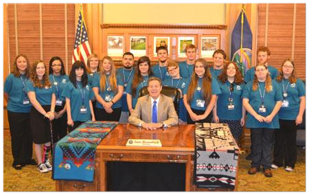The '16 KSYLF delegates with the Governor.