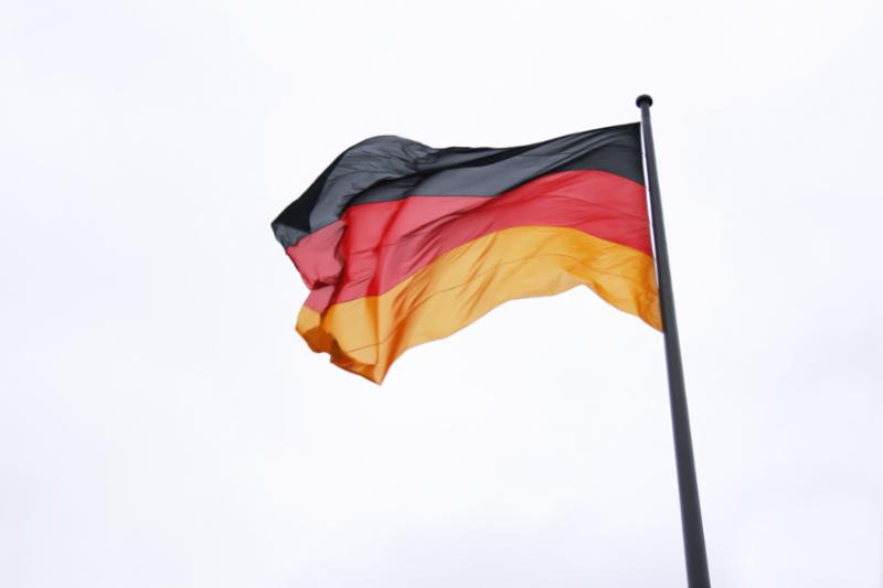 german_flag_in_wind.jpg