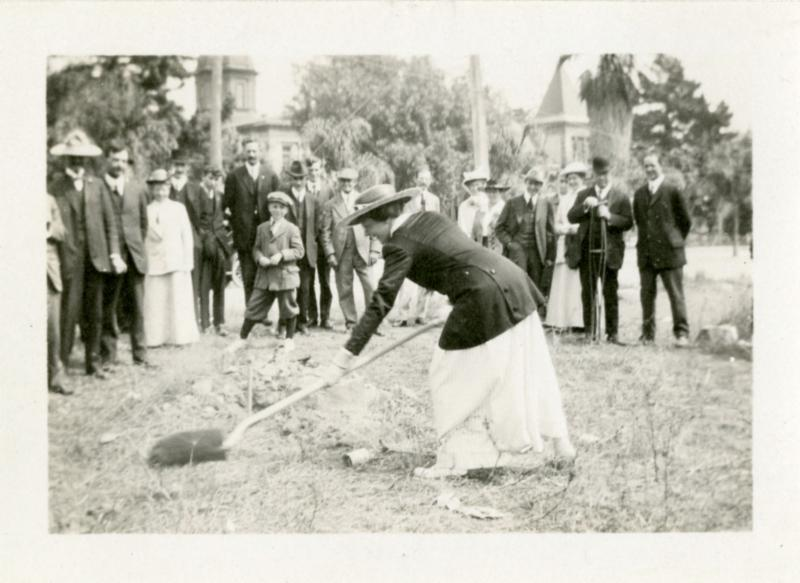 Photo of groundbreaking for Central Library in 1916
