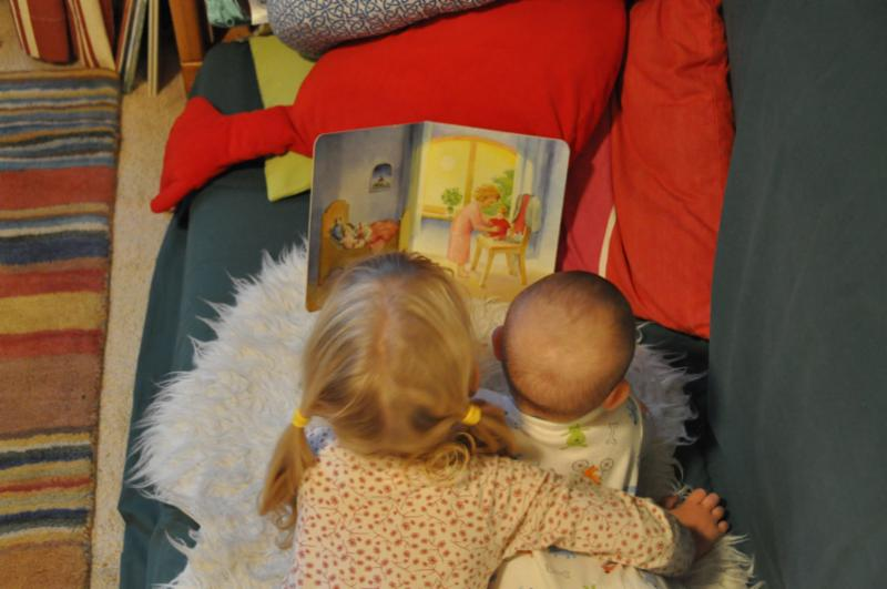 baby toddler read
