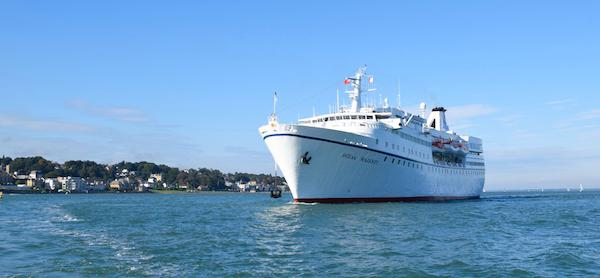 Ocean Majesty visits Cowes Harbour