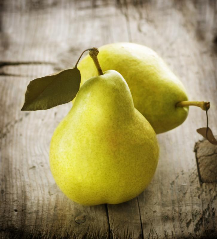 green_pears_fruit_table.jpg