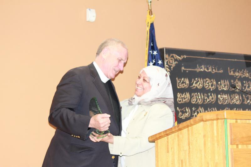 Photo of Rector Ed Bacon receiving the Abrahamic Peacemaking Award from Hedab Tarifi