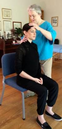 Alexander Technique chair turn. © 2016 Marian Goldberg