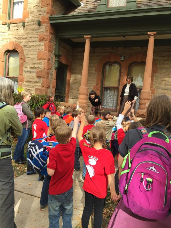 2nd graders tour the Avery House
