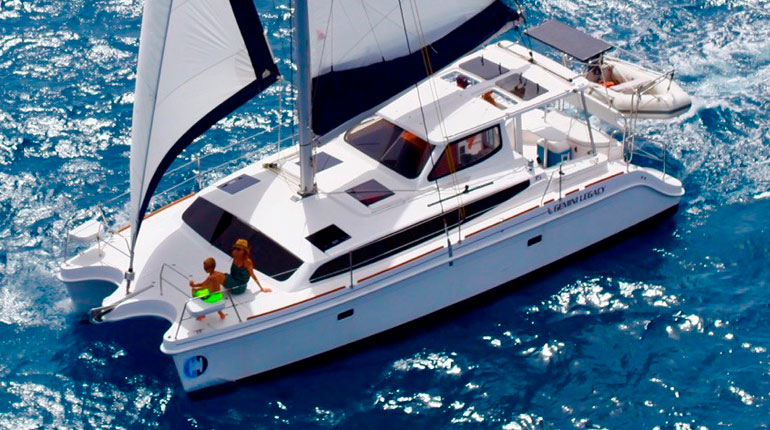 GEMINI CATAMARANS - VIVE LA DIFFÉRENCE - TO SUN OR NOT TO SUN