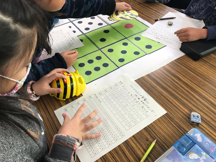 Japanese second-graders use Bee-Bot