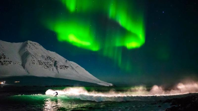 surfing northern lights_ i.ytimg.com
