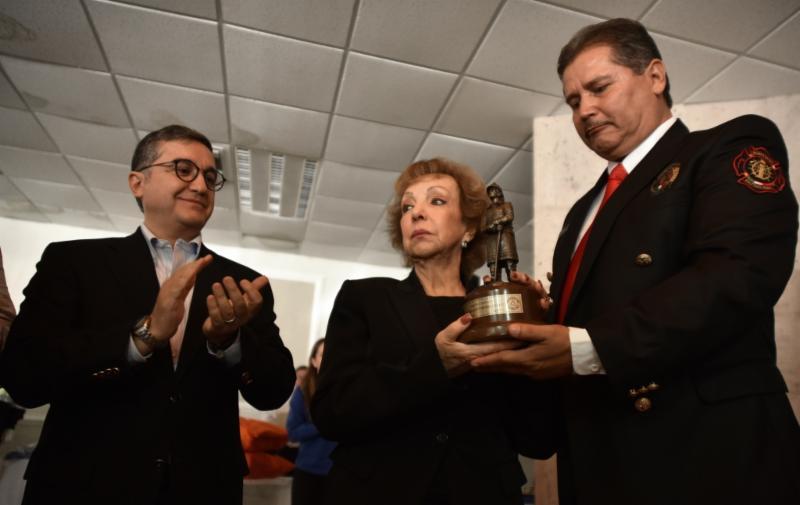 Entregan reconocimiento a familia de Braulio Cárdenas Cantú