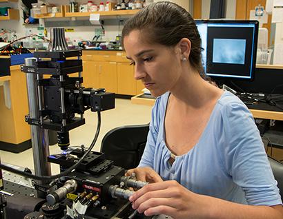 Lucia Brunel uses an active micro rheology optical tweezer setup in the MIT Bioinstrumentation Lab during her 2017 Summer Scholar internship at MIT under Professors Gareth McKinley and Katharina Ribbeck. Photo, Denis Paiste, MIT MRL