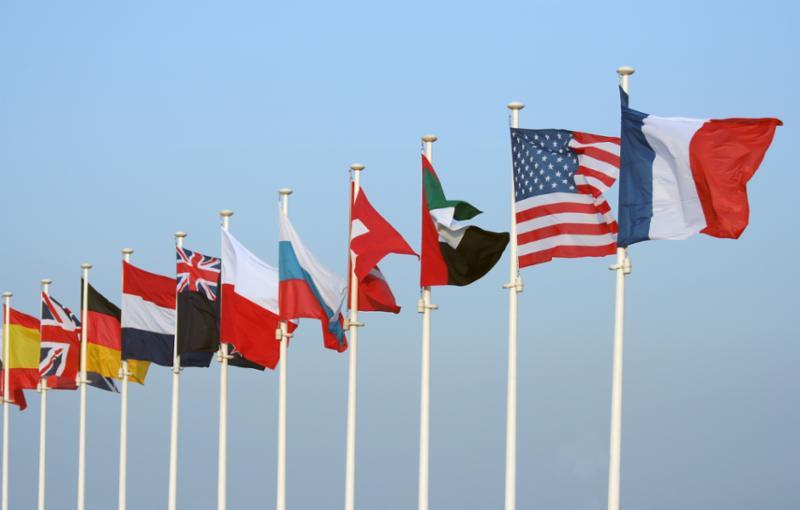 many_flags_in_wind.jpg