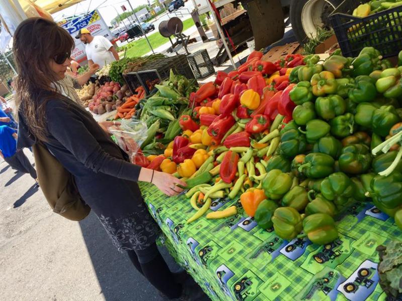 farmers market veggies vegetables