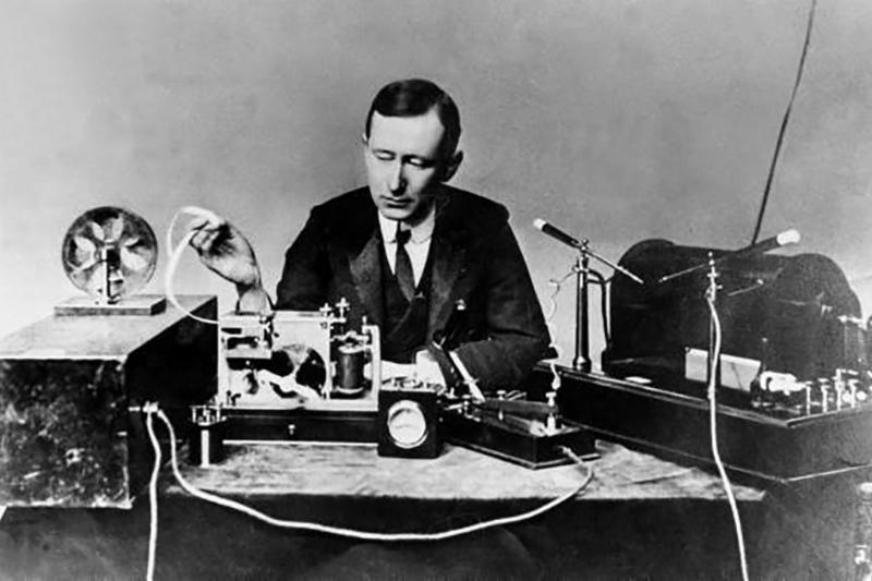 Marconi First Long Distance Radio ReceptionRadio