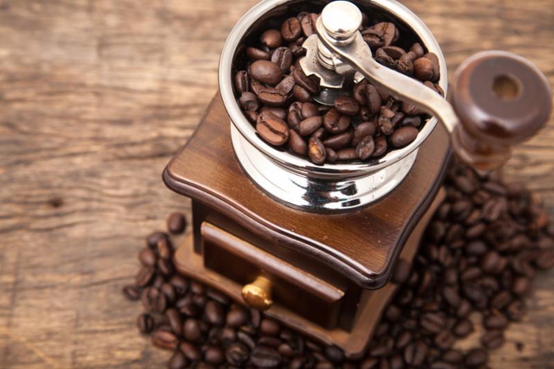 cocoa_beans_grind.jpg