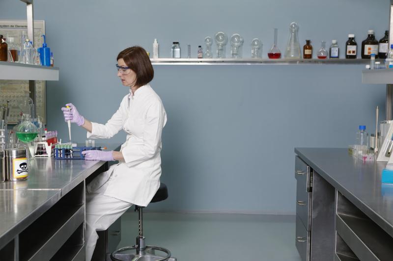lab_worker_woman.jpg