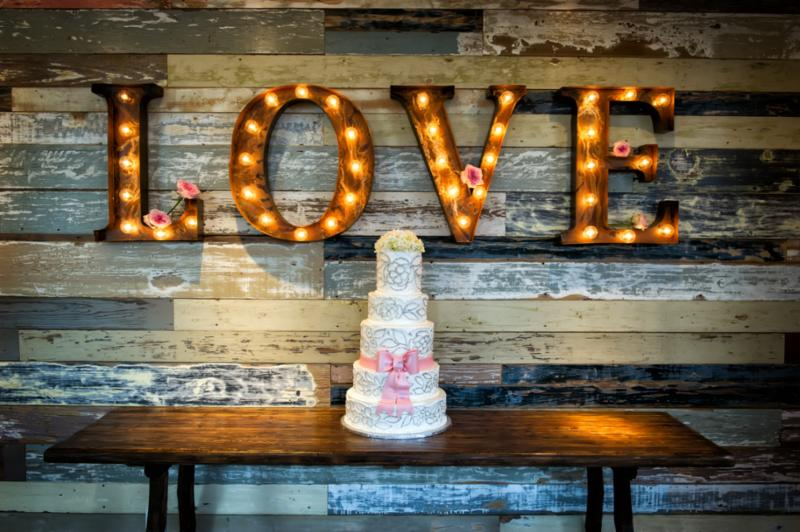 weddingcake_love.jpg