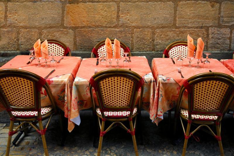 outdoor_dining_tables.jpg