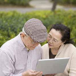 elderly-laptop-couple.jpg
