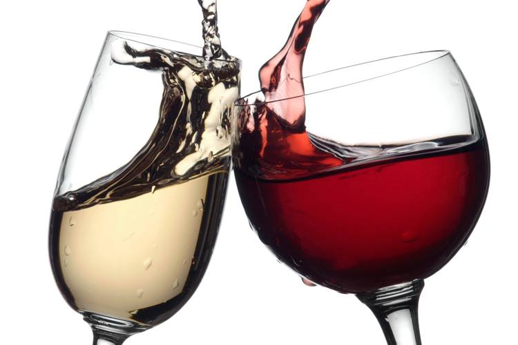 Picture of white and red wine in glasses toasting