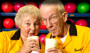 bowling-beverage-couple-sm.jpg