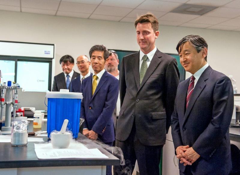 principe de Japon visitando