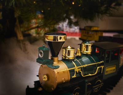 toy-train2.jpg