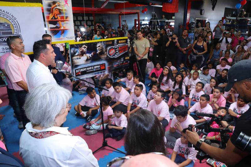 Oscar De La Hoya Presents New, State-of-the-Art Boxing Equipment to