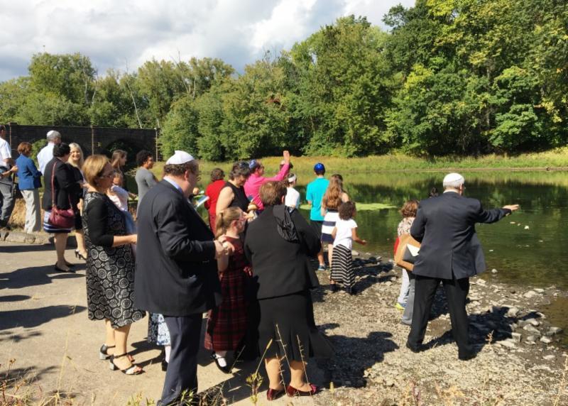 Beth Ahm_s Tashlich service on the Farmington River