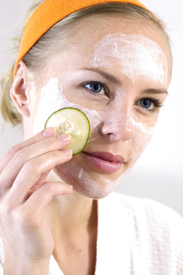 cucumber-facemask-girl.jpg