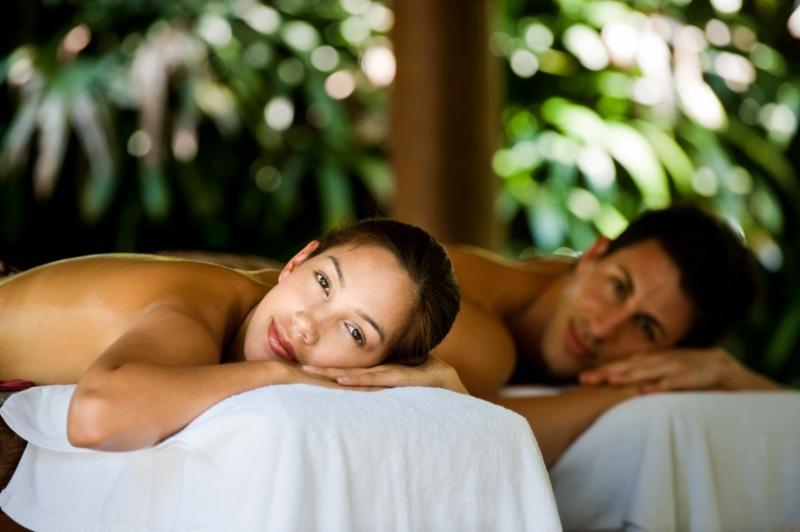 couple_outdoor_spa.jpg