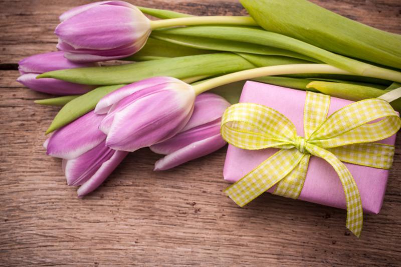 pink_tulips_gift_box.jpg