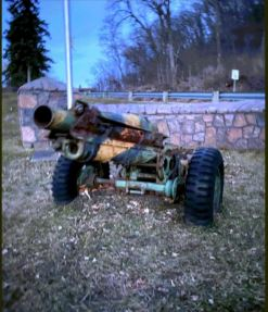 Photo of the Pack Howitzer cannon outside of Memorial Park's main entrance