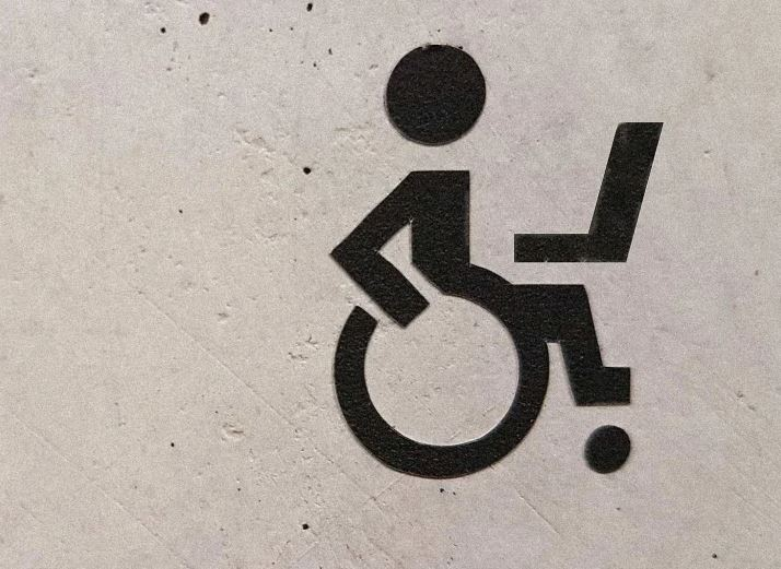 accessible icon with laptop
