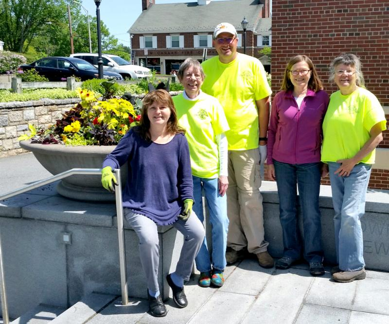 Town Hall planter day May 2019