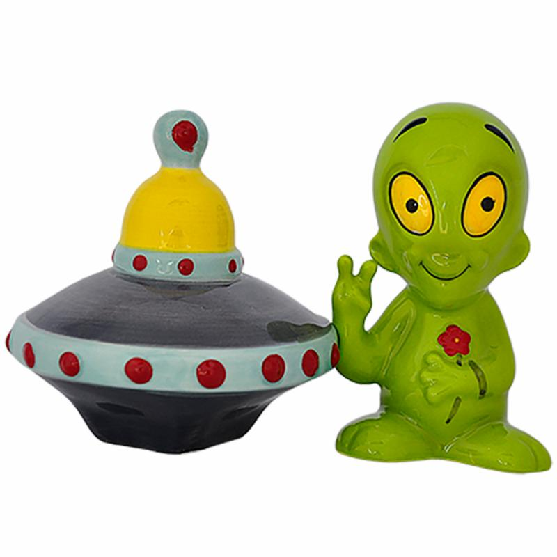 Salt & Pepper - Alien & Flying Saucer