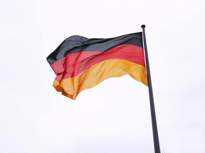 german_flag_in_wind.jpg