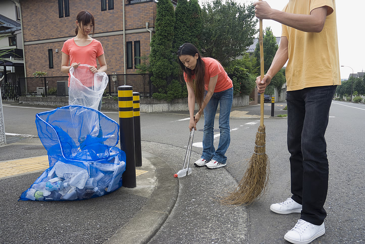 kids_volunteers_litter.jpg