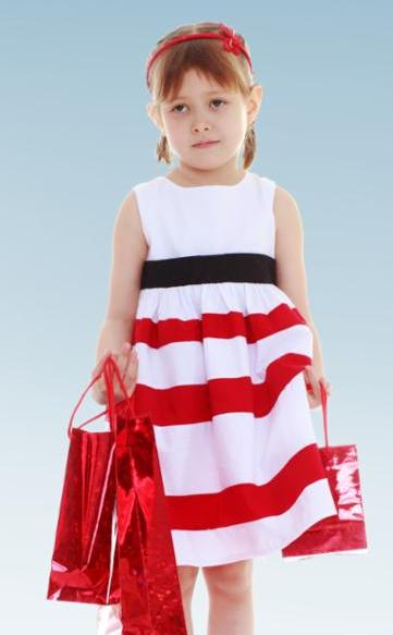 littlegirl_shopping.jpg