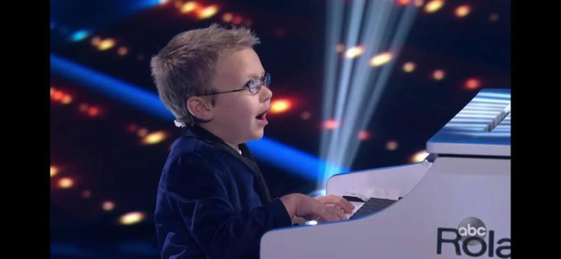 Avett performs on American Idol.