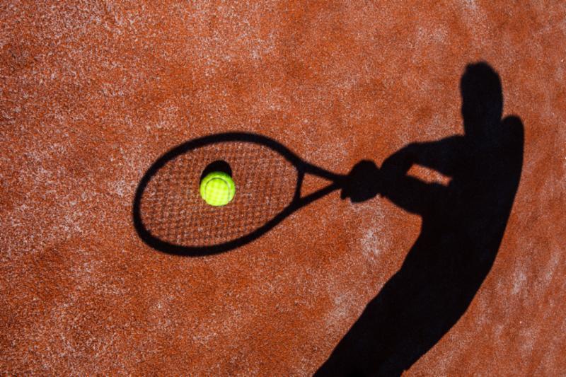 shadow_of_tennis_player.jpg