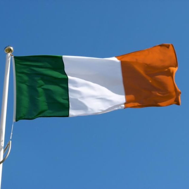 irish_flag_in_wind.jpg