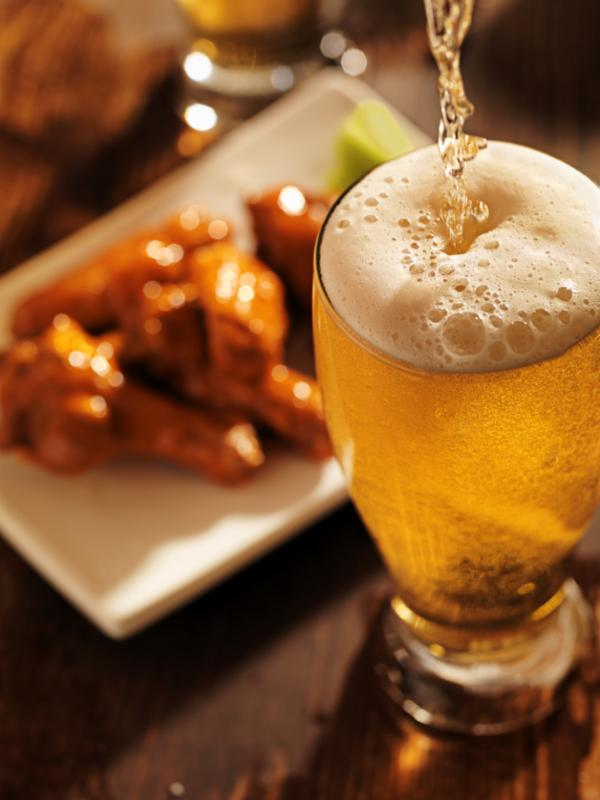 pouring_beer_chicken_wing.jpg