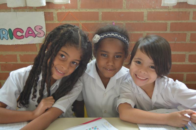 Mano Amiga school girls