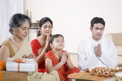 indian-family-praying.jpg