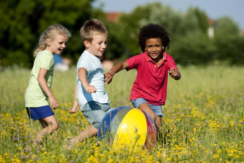kids_playing_with_ball.jpg