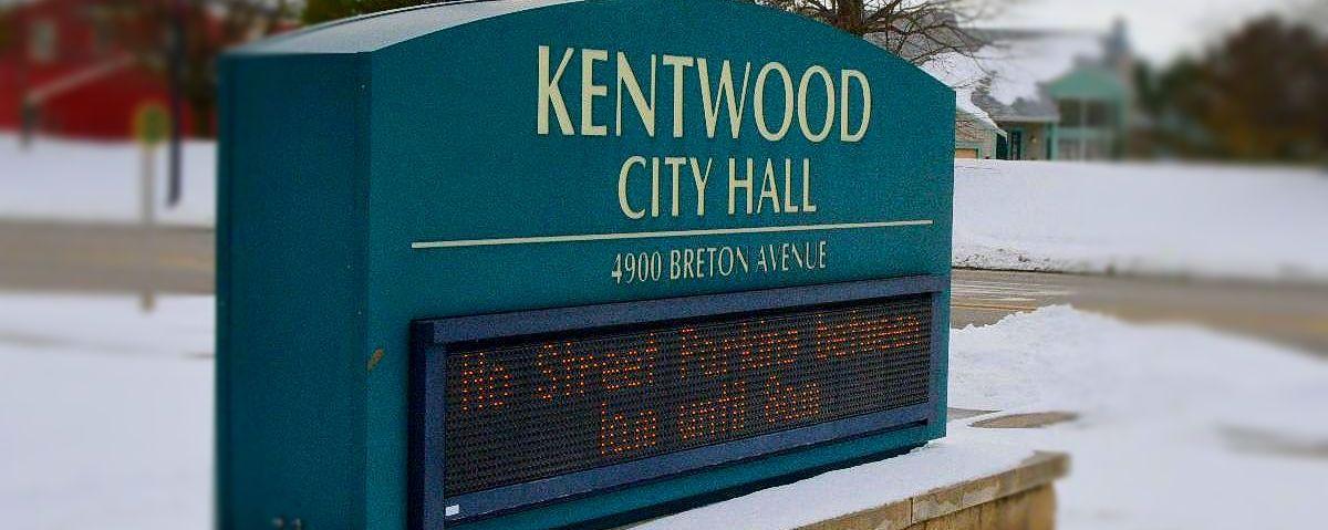 Kentwood City Hall digital sign that reads: No street parking between 1 a.m. untill 8 a.m.