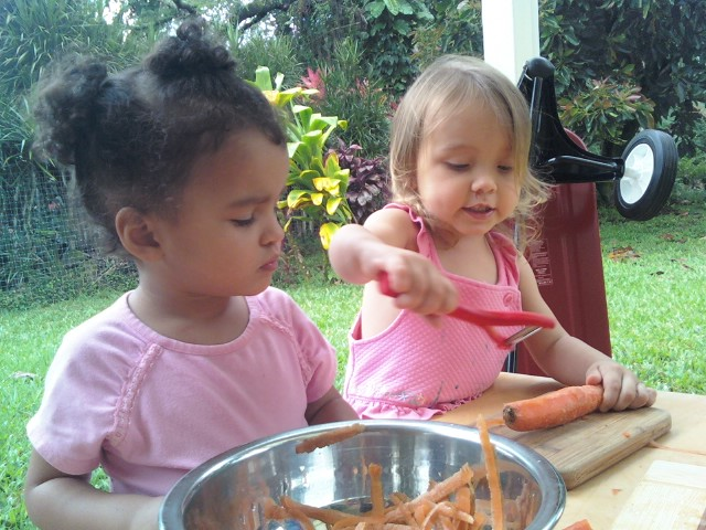 girls food carrots cooperation