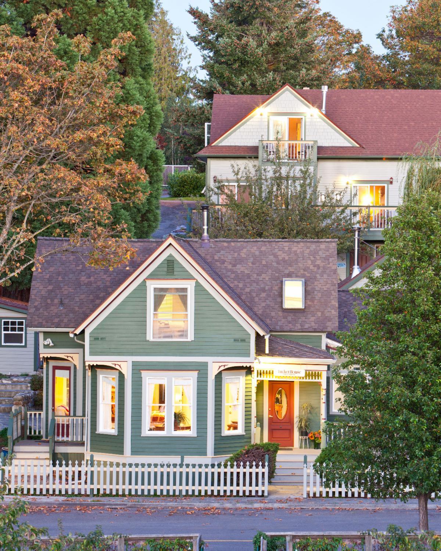 Tucker House Inn in Fall
