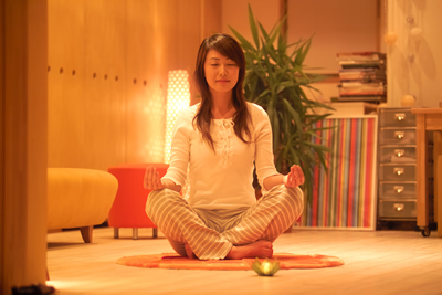 yoga-girl-home.jpg