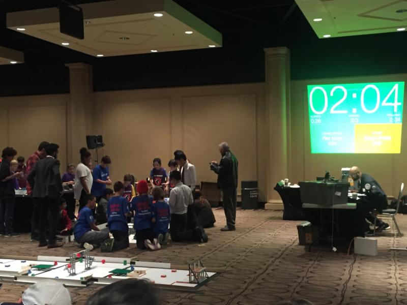Students participate in robots competition.